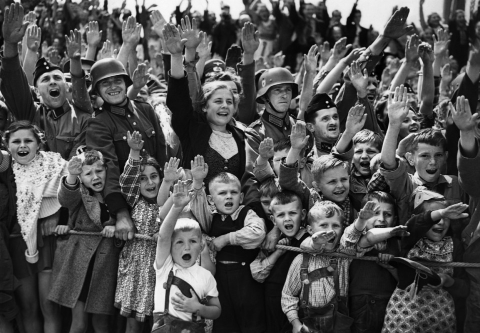 A-crowd-of-women-children-and-soldiers-of-the-German-Wehrmacht-give-the-Nazi-salute-on-June-19-1940-at-an-unknown-location-in-Germany.-AP-Photo-960x665